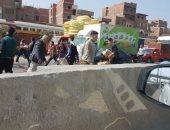 بالصور.. سيارة نقل تتسبب فى توقف حركة المرور بطريق بنها – القاهرة