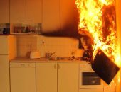 """بالفيديو.."""" خلى بالك"""".. فى حالة إشتعال مقلاة الطبخ لا تستخدم المياه فى إطفائها"""