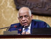 """عبد العال للنواب: """"سيبوا الوزراء يخرجوا من القاعة عايزين نبدأ الجلسة"""""""