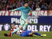 """بالفيديو.. وصول لاعبى برشلونة وأتلتيكو إلى ملعب """"الكالديرون"""""""