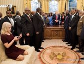 """تعرف على مبررات جلوس مستشارة ترامب بشكل"""" غير لائق"""" على أريكة المكتب"""