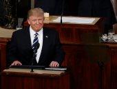 ترامب يفاجئ أطفال يشاهدون صورة منافسته هيلارى كلينتون بالبيت الأبيض ويحييهم