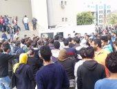 """قارئ يشارك صحافة المواطن بصور لحادث تصادم سيارة داخل """"جامعة مصر"""""""