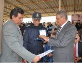 مساعد وزير الداخلية للحماية المدنية يكرم مدير قطاع إطفاء الجيزة