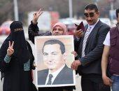"""بالفيديو والصور.. تجمع أنصار مبارك أمام """"المعادى العسكرى"""" قبل بدء جلسة محاكمة القرن"""