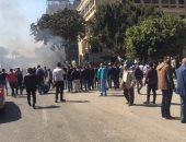 اشتعال سيارة يشل الحركة المرورية أمام مدينة الطلبة بجامعة القاهرة