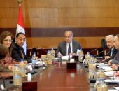 رئيس الوزراء يشدد على ضمان كفاءة الإنفاق وعدالة التوزيع فى الاستثمارات