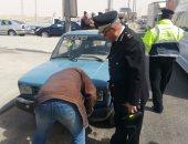 بالصور.. مدير أمن القاهرة يقود حملات مرورية أعلى الطريق الدائرى