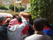 """بالصور..تشييع جنازة """"ريجينى"""" الإسكندرية إلى مثواه الأخير وسط هتافات """"حق هانى فين"""""""