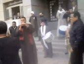 بالفيديو.. مشرفو إسكان بنى سويف يحتفلون بالمزمار بعد إيقاف وكيل الوزارة عن العمل