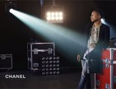 """فاريل ويليامز أول موديل """"رجل"""" لحقائب يد دار أزياء """"Chanel"""""""