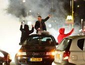 بالصور.. الشرطة الهولندية تبدأ تفريق مظاهرة لأنصار أردوغان بمحيط القنصلية التركية