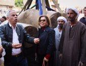 بالصور.. مشيرة خطاب تشارك لحظة انتشال تمثال رمسيس الثانى بالمطرية