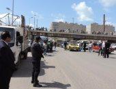 بالصور.. مدير أمن الإسكندرية يقود حملة لإزالة تعديات الباعة الجائلين على طريق المحمودية