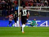 بالفيديو.. لقطة المباراة.. حارس أتلتيكو ينقذ 3 أهداف محققة فى 3 ثوانٍ!
