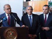 بالصور.. رئيس الوزراء يتفقد أجنحة المشاركين بمعرض القاهرة الدولى