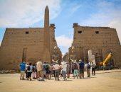 بالصور.. عودة السياحة إلى معابد الأقصر وفراعنة مصر يستقبلون الزوار