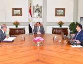 """الرئيس يطمئن من وزير الصحة على حالات أهالى """"شبرا الخيمة"""" وتلاميذ سوهاج"""