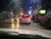 مواطن يرصد سيارة بدون لوحات معدنية فى شارع النميس بأسيوط