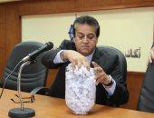 وزير التعليم العالى يقدم 10 رحلات عمرة هدية للعاملين بالوزارة