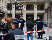 بالصور..الشرطة الفرنسية تطوق مبنى محكمة وسط باريس بعد إنذار بوجود قنبلة