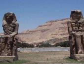 """موقع أجنبى يتساءل: لماذا تمثالا """"منمون"""" المصريان يصدران صوتا وقت الفجر؟"""
