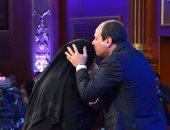 """بالفيديو.. السيسى لأمهات الشهداء: """"حاسين بيكم وعارفين قد إيه بتتألموا على أبنائكم"""""""