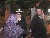 مديرية أمن الجيزة توزع الورد على الأمهات بالميادين بمناسبة عيد الأم