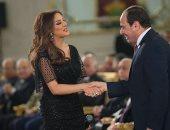 """أنغام تنشر صور مصافحة الرئيس لها خلال احتفالية """"المرأة المصرية"""""""