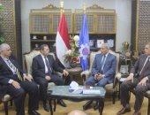 محافظ السويس يلتقى وفد مركز معلومات مجلس الوزراء