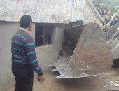 بالصور.. حى شرق الإسكندرية ينفذ 40 قرار إزالة على حرم ترعة المحمودية