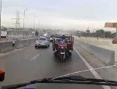 """سيارة نصف نقل تحمل """"تروسيكل"""" بطريق العامرية فى الإسكندرية"""