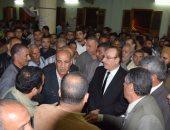 محافظ بنى سويف يؤدى صلاة الجنازة على لاعب المنتخب المصرى للدراجات