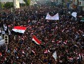 بالصور.. آلاف العراقيين يتدفقون إلى ساحة التحرير بوسط بغداد للاحتجاج على الفساد