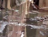 بالصور.. مياه المجارى تغرق شوارع قرية النجارين بدمياط