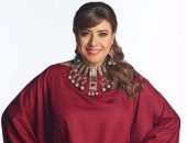 شاهد.. نشوى مصطفى تهدى ابنها أغنية فى حفل زفافه