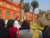 بالصور.. جولة إرشادية لطلاب المدارس بالمتحف المصرى حول اكتشافات المطرية