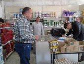 الرقابة الإدارية بالإسكندرية تحرر مخالفة لتاجر لعدم اﻻعلان عن الأسعار