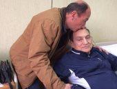 """مبارك ممازحا صاحب واقعة ذبح عجل احتفالا ببراءته: """"فين اللحمة بتاعتى"""""""