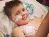 """بالصور.. الطفل البريطانى بعد إنقاذه من """"السرطان"""" بالحشيش"""