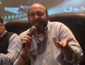 """بالفيديو.. عادل أديب: """"أحمد زكى كان بيستحمى بالشامبانيا وبيشرب قصب من رمسيس"""""""