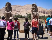 بالصور.. تمثالا ممنون بالبر الغربى بالأقصر يجذب السياح
