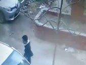 قارئ يشارك بفيديو يكشف هوية شخصين أثناء سرقتهما سيارة بمدينة 15 مايو