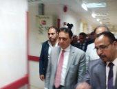 بالصور.. وزير الصحة يتفقد مستشفى سيوة ويمنح العاملين مكافأة شهراً