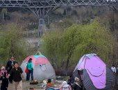 """صور.. إيرانيون يختتمون احتفالات """"النوروز"""" بيوم الطبيعة لطرد النحس"""