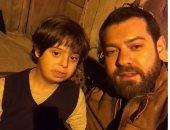 """عمرو يوسف ينشر فيديو من أول أيام تصوير مسلسل """"نقطة ومن أول السطر"""""""