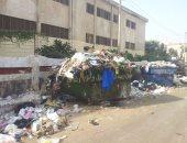 بالصور.. أولياء أمور طلاب بطنطا يطالبون بعدم وضع القمامة أمام مدرسة أبنائهم