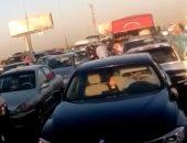 كثافات مرورية بسبب انقلاب سيارة ملاكى أمام مستشفى الشرطة بمدينة نصر