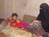 بالفيديو والصور.. طفلة تبحث عمن ينقذها.. والأم: بنوفر ثمن الأكل علشان علاجها