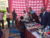 بالصور.. مساعد وزير الداخلية لوسط الصعيد يوزع الهدايا على الأطفال الأيتام
